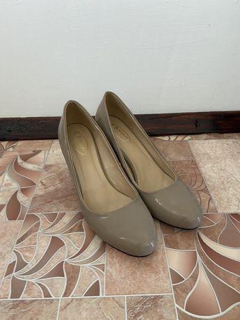 туфли женские, небольшой каблук, приятный цвет
