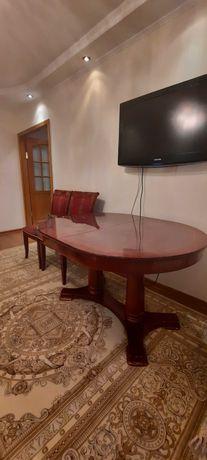 Стол и 8 стульев из красного дерева