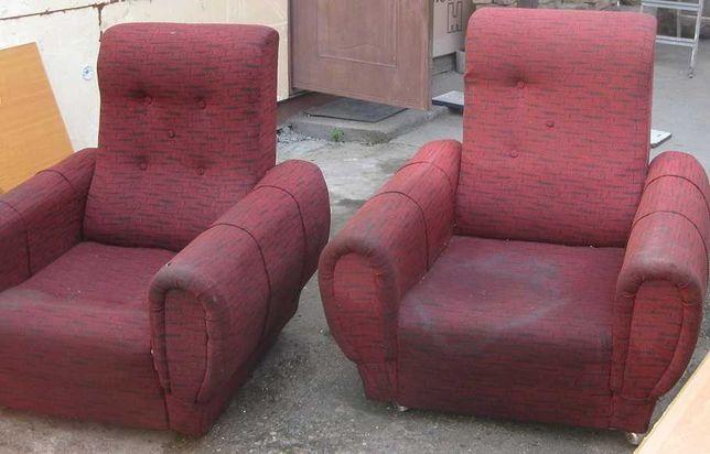 Два кресла на колесиках, состояние:требуется перетяжка чехла, 90х90х90