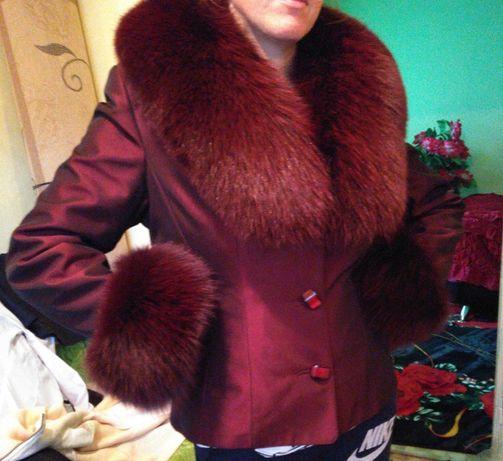 Продам курточку, с натуральным мехом.