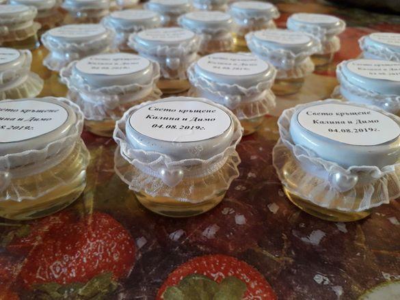 Подаръчета за сватби и кръщене бурканчета с мед