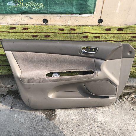 Обшивка водительской двери Toyota Camry 30-35