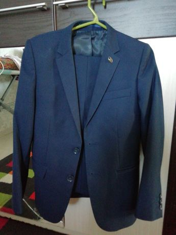 Школьный костюм, размер 32