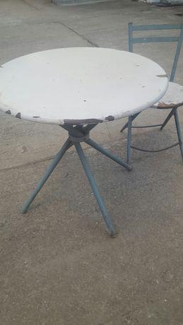 Masa și scaune cu schelet metalic
