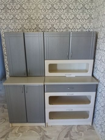 Кухонная мебель состояние хорошая серо-белого цвета