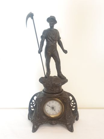 Ceas vechi de șemineu, din antimoniu, de secol XIX