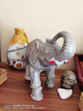 Статуетка от Индия - Слон с отрязани бивни от бракониери. Идея подарък
