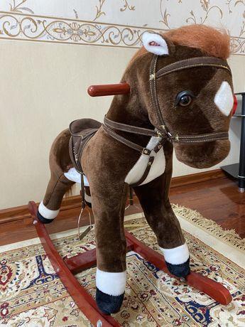 Продам лошадку НОВУЮ! В ПОДАРОК большой ЛЕВ