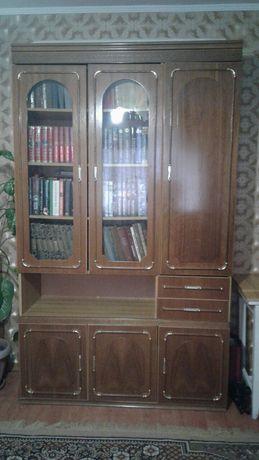 Шкаф сервант, полки, стол обеденный, стол-книжка складной, кресло,
