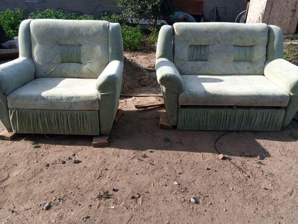 Продам кресло с маленьким диваном
