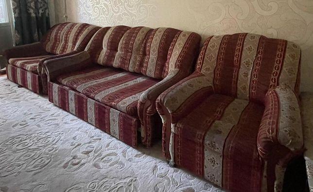 Раскладной диван с двумя креслами за 10000 тг