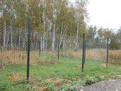 Изграждане на огради с метални тръби и поцинкована оградна мрежа