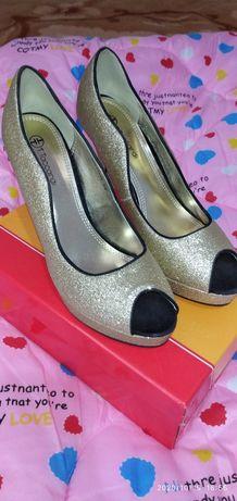 Продам срочно Новые туфли