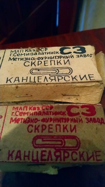 Продам скрепки СССР ,4 коробки по 100 грамм каждая .
