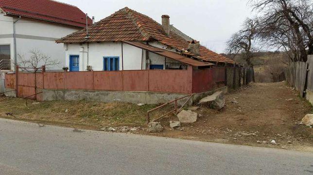 Casă de vânzare în Jidostița