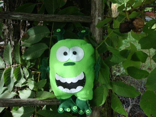 Jucarie handmade din fetru, Monstruletul extraterestru Zexum.