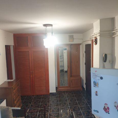 Vând apartament  rovine