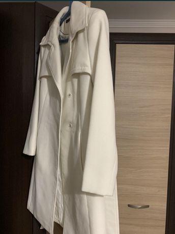 Пальто белое от Kira Plastinina
