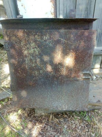 ящик металлический ,сейф.