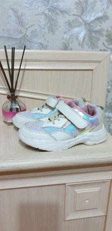 Продам детские кросовки