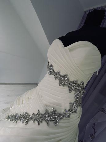 Vand rochii de mireasa