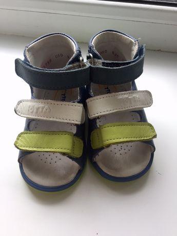 Ортопедические сандали.
