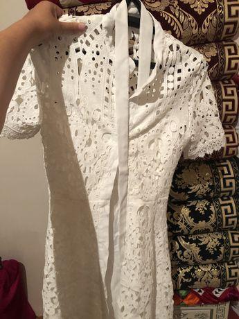 Нежная, кружевная платье