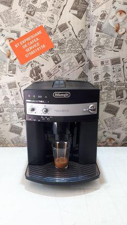 Expresor/aparat de cafea Delonghi Magnifica Black