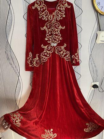 Платье с камзолом