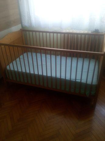 De vânzare pat pentru bebeluși