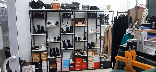 Витрина для обуви и сумок