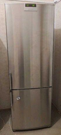 Холодильник Siemens в идеальном состоянии