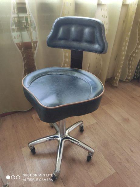 Кресло- седло для работников индустрии красоты