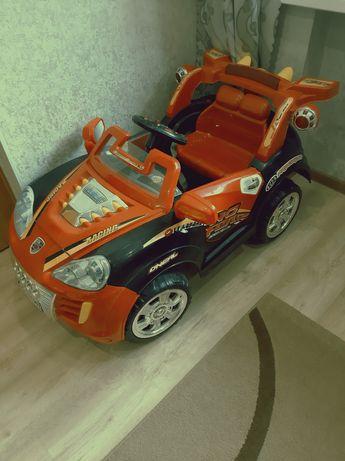 Продам детский автомобиль на аккумуляторе