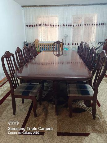 Стол и стулья для гостинной