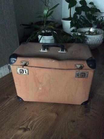 Поставка за вино-стара ;Старинен куфар два модела