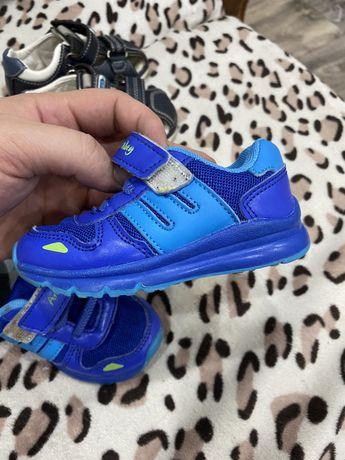 Продам детскую обувь состояние идеальное