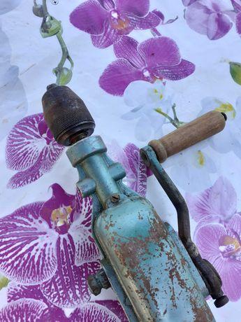 Ръчна дрелка с метален патронник