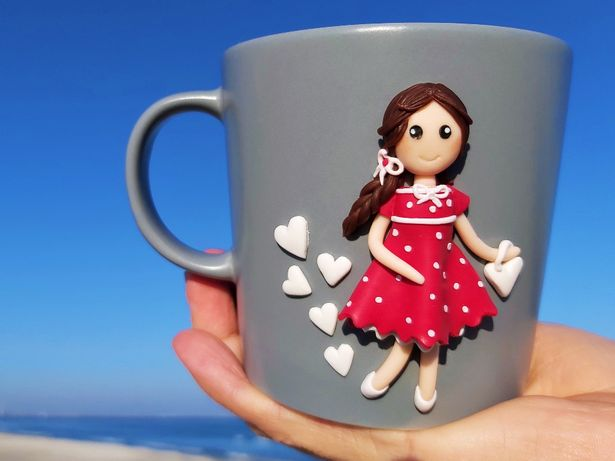 Cana handmade cadou cu figurina papusa din fimo