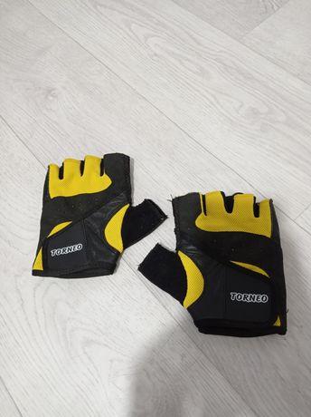 Перчатки TORNEO