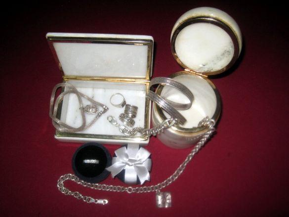Мраморна кутия, сейф, лот сребро, гривни, пръстени, бижута, кутийка