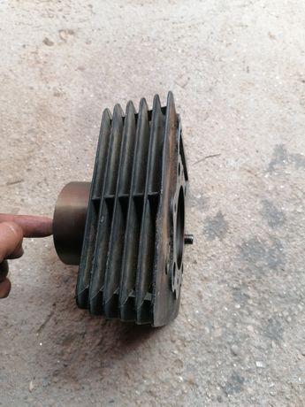 Vând Piston și cilindru și lanț de distribuție nou preț 550ron neg