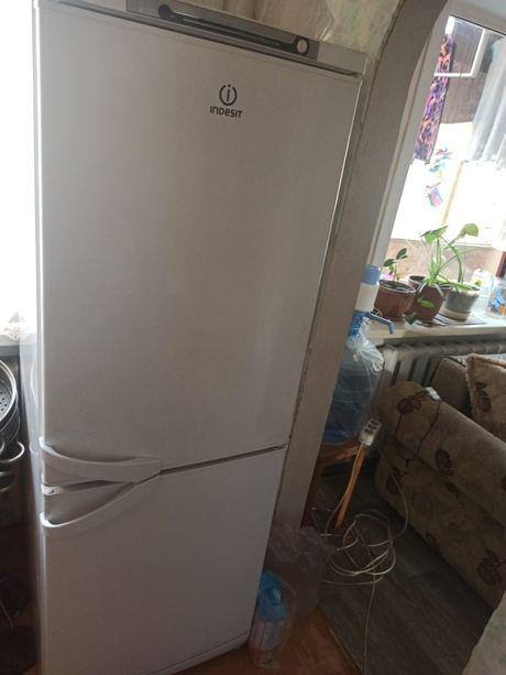 Продам не работающий холодильник Индезит пришахтинск
