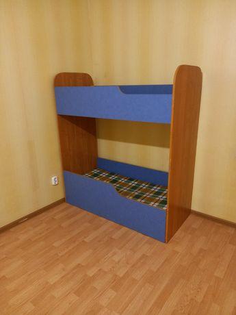 Кровать детски хорошым состаяние