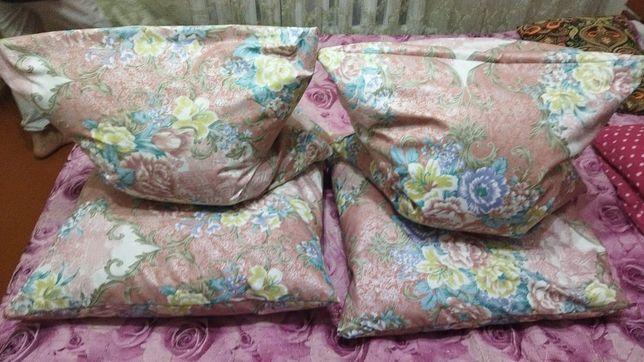 Подушки для отдыха и сна.