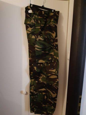 haine / echipament / tinuta camuflaj padure