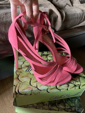 Розови обувки на ток