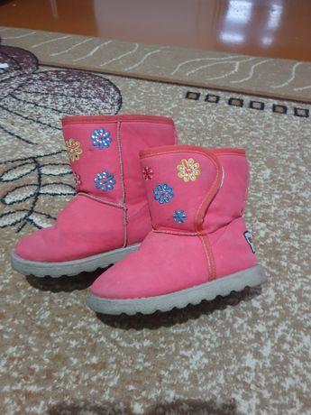 Зимняя обувь на девочку.
