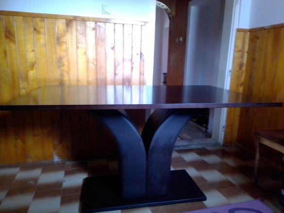 Трапезна маса