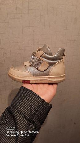 Продам обувь для девочек